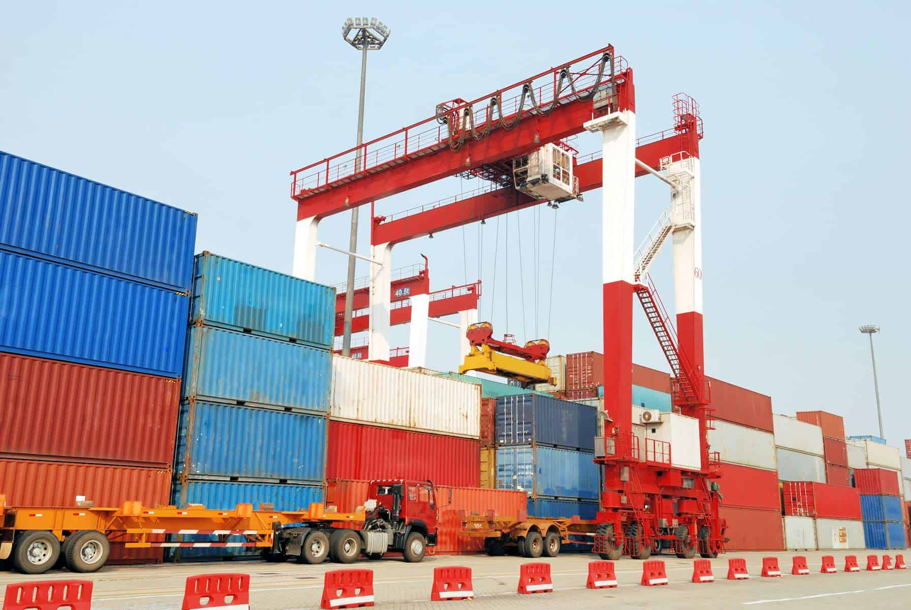 Liberan de Impuestos de Aduana la Importación de Insumos para el Sector Privado
